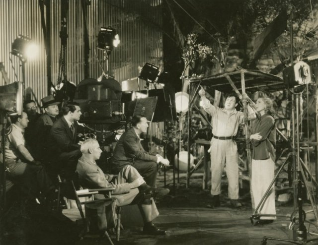 only-angels-have-wings-1939-002-howard-hawks-cast-crew-behind-the-scenes-00o-h9f