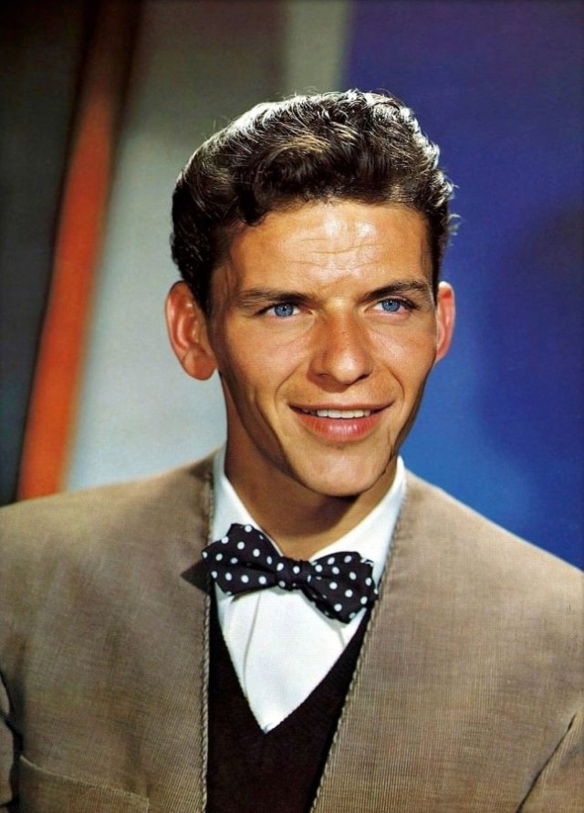 Frank-Sinatra-wearing-a-polka-dot-bow-tie-with-pointed-ends-646x900.jpg