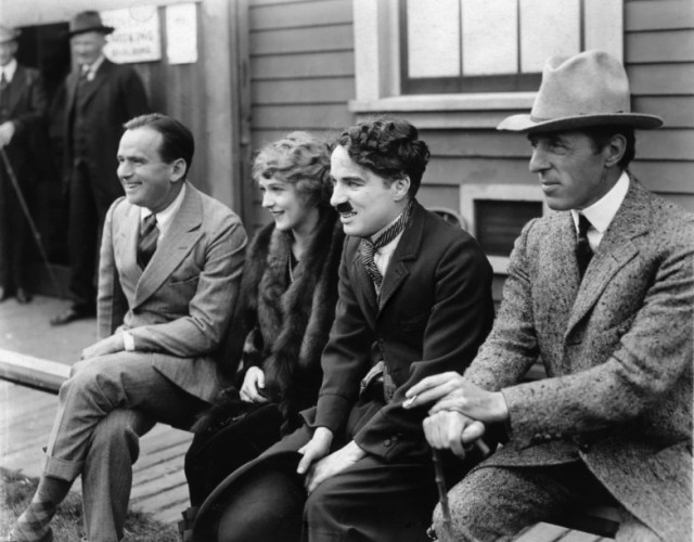 Douglas-Fairbanks-Sr-Mary-Pickford-Charlie-Chaplin-D.W.-Griffith.jpg