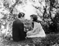 jobyna-ralston-and-charles-buddy-rogers-in-vingarna-1927-large-picture