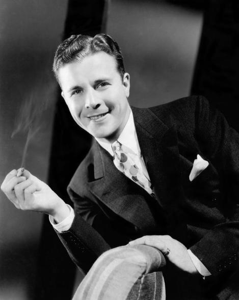 the-singing-marine-dick-powell-1937-everett.jpg