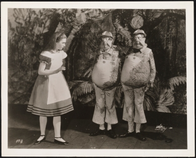 [Josephine Hutchinson as Alice, Burgess Meredith as Tweedledee,