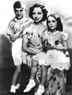 1939Liz_MomSara_broHowardLG