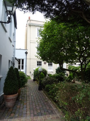 Sir_John_Betjeman_-_Formerly_Byron_House_Montessori_School,_North_Road_Highgate_N6_4BD