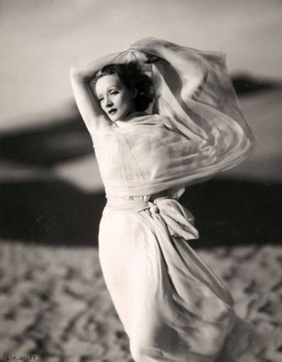 kenneth-alexander-marlene-dietrich-the-garden-of-allah-1936