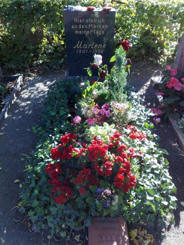 Marlene_Dietrich_grave.jpg