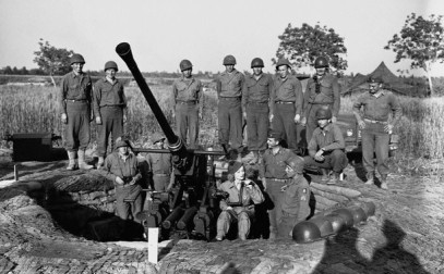 1944, Italy --- Marlene Dietrich with the crew of a 40mm gun, Italy 1944. --- Image by © CORBIS