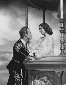 Leslie_Howard_and_Norma_Shearer_as_Romeo_and_Juliet