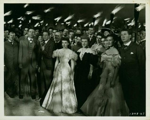 judy-garland-ray-bolger-rand-brooks-jack-lambert-norman-leavitt-virginia-o-brien-william-bill-phillips-selena-royle-and-chill-wills-in-the-harvey-girls-1946