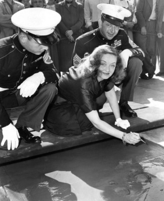 Bette-Davis-Making-Her-Mark-At-Graumans-Chinese-Theatre-bw-PBDBEDA_EC105_H1-612x751