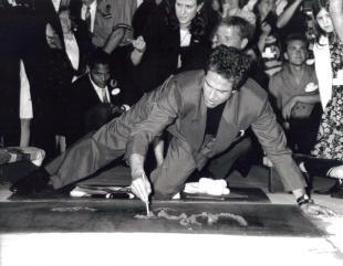 Warren Beatty Handprint Ceremony (06-90)