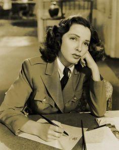 Kathryn Grayson Thousands Cheer 1943
