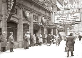 photo-chicago-blackhawk-restaurant-wabash-people-waiting-for-laugh-it-off-show-1952