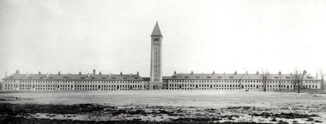 795px-fort_sheridan_barracks__tower_loc_062578pu