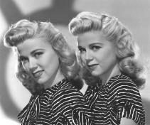 1940s_yank_pin_up_girls_wilde_twins-5