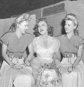 1940s_yank_pin_up_girls_wilde_twins_garland_1943-8