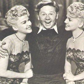 1940s_yank_pin_up_girls_wilde_twins_rooney-4