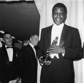 sidney-poitier-holds-his-best-actor-oscar-for-director-ralph-nelsons-film-lilies-of-the-field-backstage-at-the-academy-awards-ceremony-in-santa-monica-california-photo-by-archive-photosgetty-images