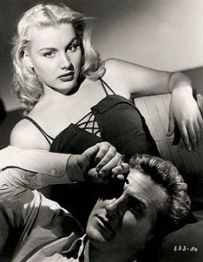 Barbara_Payton-Lloyd_Bridges_in_Trapped_still