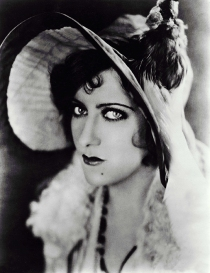 Sadie Thompson (1928) Pers: Gloria Swanson Dir: Raoul Walsh Ref: SAD004AQ Photo Credit: [ United Artists / The Kobal Collection ] Editorial use only related to cinema, television and personalities. Not for cover use, advertising or fictional works without specific prior agreement