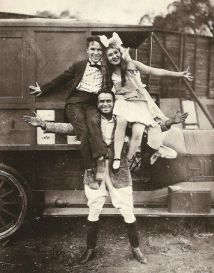 charlie-chaplin-mary-pickford-and-douglas-fairbanks-1351918561_b