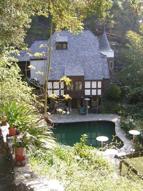 7a34c6a1eb0360f8edd9533dd929bad2--silent-screen-stars-hollywood-homes.jpg