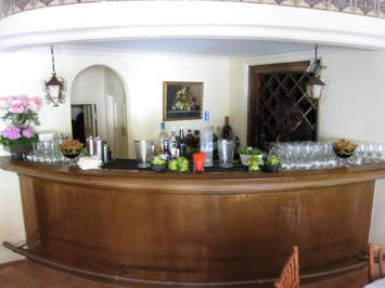harlow-bar-lr
