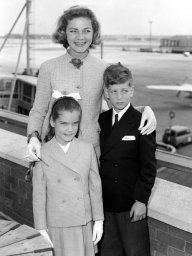 lauren-bacall-with-her-two-children-leslie-and-stephen-1407909595-view-1